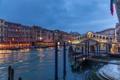 Картинка огни, лодка, дома, вечер, катер, Италия, Венеция