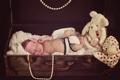 Картинка игрушки, девочка, бусы, чемодан, малышка, младенец, плюшевый мишка