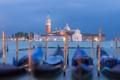 Картинка Венеция, канал, гондола, вечер, лодки, огни, остров