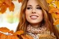 Картинка листья, осень, шатенка, пальто, девушка, улыбка