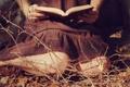 Картинка книга, ноги, девушка