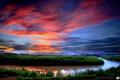 Картинка закат, облака, поворот, небо, зелень, река, вечер