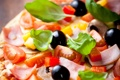 Картинка перец, пицца, помидоры, маслины, ветчина