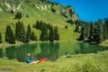 Картинка деревья, горы, склон, небо, лодка, озеро